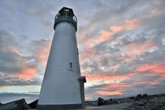 Zonsondergang/Schemer over Golfbreker & x28; Walton& x29; Vuurtoren, Santa Cruz, Californië stock foto's