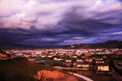 Zonsondergang in shangrilaprovincie Stock Foto