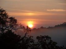 Zonsondergang in Sri Lanka Moragahakanda stock afbeelding