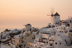Zonsondergang in Stad van Oia, Santorini, Tira Island, Cycladen Royalty-vrije Stock Foto