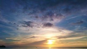 Zonsondergang in Thailand, wolken in de hemel, Phuket stock afbeelding