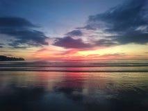 Zonsondergang in Thailand, wolken in de hemel, Phuket royalty-vrije stock fotografie