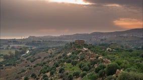 Zonsondergang timelapse van Vallei van tempels in Agrigento in Sicilië stock videobeelden