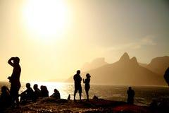 Zonsondergang van Arpoador in Rio de Janeiro stock foto's