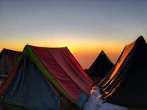 Zonsondergang van basiskamp stock afbeeldingen