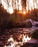 Zonsondergang van Chinese tuin Royalty-vrije Stock Afbeeldingen