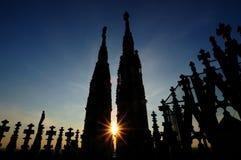 Zonsondergang van de Kathedraal Duomo in Milaan Italië Stock Afbeeldingen
