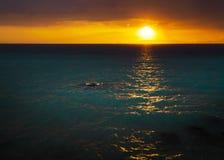 Zonsondergang van de kust wordt gezien die Royalty-vrije Stock Afbeelding