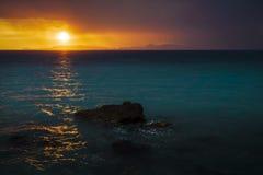 Zonsondergang van de kust wordt gezien die Stock Afbeelding