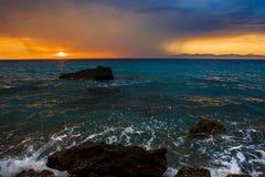 Zonsondergang van de kust wordt gezien die Royalty-vrije Stock Foto