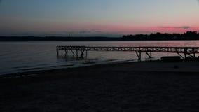 Zonsondergang van de pijler op het meer Stock Afbeelding