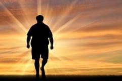 Zonsondergang van de silhouet de dikke mens royalty-vrije illustratie