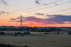 Zonsondergang van elektriciteitspyloon die wordt geschoten Royalty-vrije Stock Fotografie