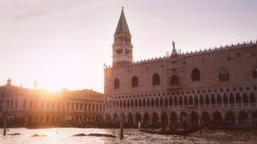 Zonsondergang in Venetië dichtbij San Marco Square royalty-vrije stock foto's