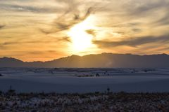 Zonsondergang in Witte Zandwoestijn stock afbeelding