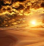 Zonsondergang in Woestijn royalty-vrije stock afbeeldingen