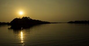 Zonsondergang in Zambezi Rivier Stock Afbeelding