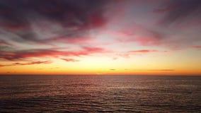 Zonsondergang in zijn gouden uur stock footage