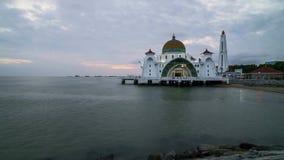Zonsondergangdag aan nacht bij de Drijvende Moskee van Detroit van Malacca stock footage