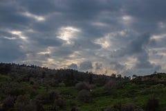Zonsonderganghemel in een regenachtige dag royalty-vrije stock foto's