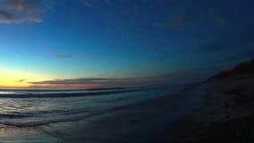 Zonsonderganghemel en het Overzeese Strand Carlsbad Californië van Ponto stock videobeelden