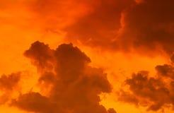Zonsonderganghemel met wolk Stock Foto