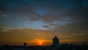 ZONSONDERGANGhemel over BANGKOK Stock Fotografie