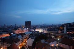 Zonsonderganghorizon Mening van kathedraal de stad in, Zagreb Royalty-vrije Stock Foto's