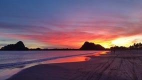 Zonsondergangkleuren op Isla de la Piedra Stock Afbeeldingen