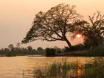 Zonsondergangkleuren over het reservoir Royalty-vrije Stock Foto