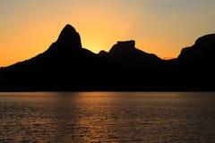 Zonsonderganglagune Rodrigo de Freitas (Lagoa), berg, Rio de Janei Royalty-vrije Stock Afbeelding