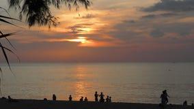 Zonsonderganglandschap in Phuket stock videobeelden