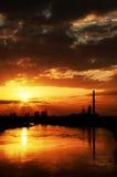 Zonsonderganglicht over Mures-rivier Stock Foto's