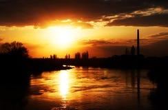 Zonsonderganglicht over Mures-rivier Stock Fotografie