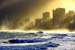 Zonsonderganglichten bij Ipanema-strand Royalty-vrije Stock Foto