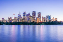 Zonsonderganglichten over Sydney Skyline, Australië stock fotografie