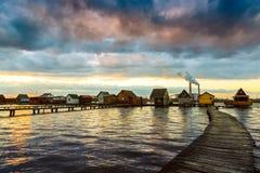 Zonsondergangmeer Bokod met pijler Royalty-vrije Stock Fotografie