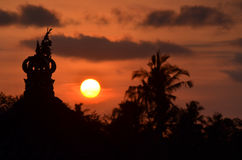 Zonsondergangmening bij Dorp Royalty-vrije Stock Afbeeldingen