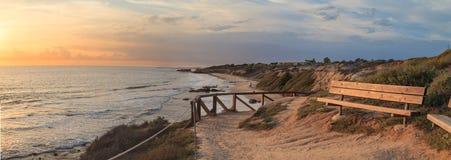 Zonsondergangmening in Crystal Cove Beach royalty-vrije stock afbeeldingen