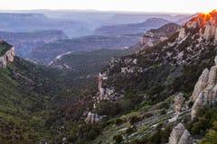 Zonsondergangmening van de Grand Canyon -het Noordenrand van Sprinkhanenpunt Stock Fotografie