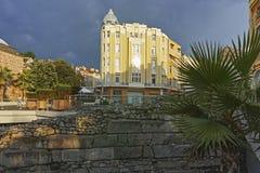 Zonsondergangmening van de straat van Knyaz Alexander I in stad van Plovdiv, Bulgarije stock fotografie