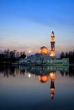 Zonsondergangmening van drijvende moskee Stock Afbeelding