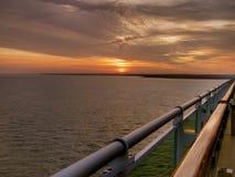 Zonsondergangmening van hoger dek van het cruiseschip Stock Foto