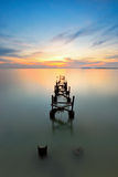 Zonsondergangmeningen over verlaten pier Royalty-vrije Stock Afbeelding