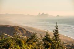 Zonsondergangmeningen van de zuidenkust van Oregon royalty-vrije stock foto