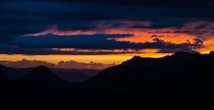 zonsondergangmt regenachtiger Stock Foto's