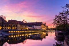 Zonsondergangnacht in Wroclaw Polen wordt geschoten dat stock foto