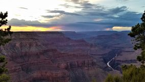 Zonsondergangonweer in Grand Canyon royalty-vrije stock foto