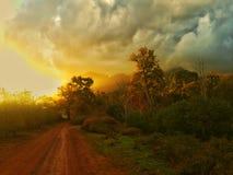 Zonsondergangonweerswolken Stock Fotografie