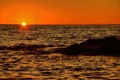 Zonsondergangoverzees Royalty-vrije Stock Afbeeldingen